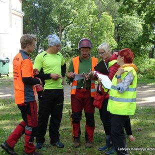 Ērgļos sertificē arboristus (Eiropas koku strādnieku, ETW)